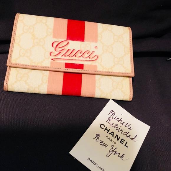 Gucci Handbags - Gucci medium wallet